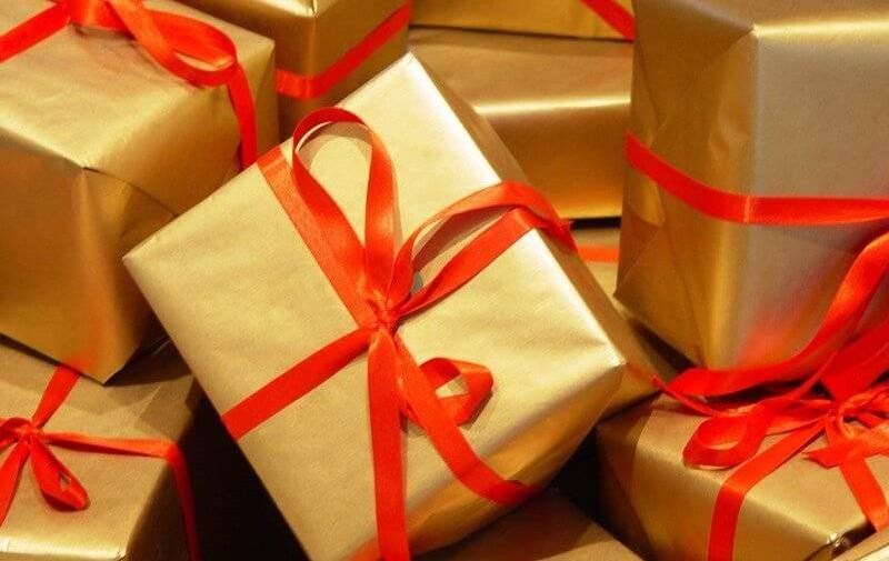 День всех влюблённых 2019: что подарить девушке, парню, подарки по знаку зодиака